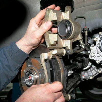 Слесарный ремонт в СТО Автолекарь